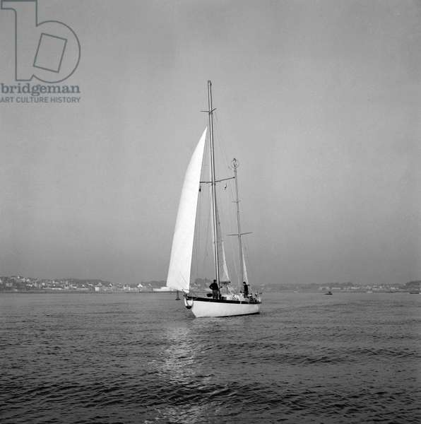 """""""La Coryphene"""", the boat of Alain Bombard, leaving Saint Philibert (Brittany, France) for the Canaries islands, February 8, 1959 (b/w photo)"""