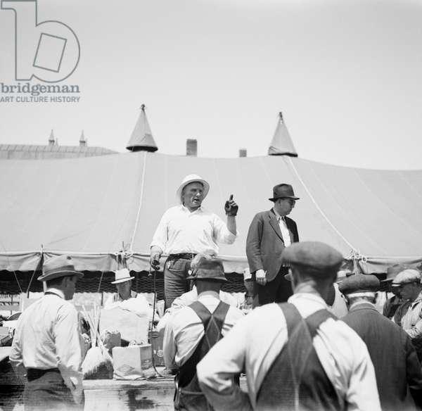 Farm Auction, Kearney, Nebraska, USA, Arthur Rothstein for Farm Security Administration, May 1936