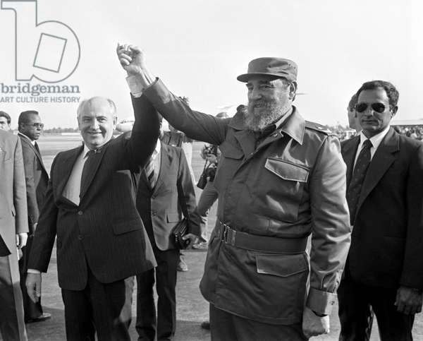 Mikhail Gorbachev And Fidel Castro At  Havana Airport