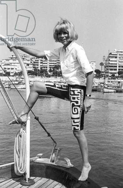 Mireille Darc in Cannes, July 31, 1967 (b/w photo)