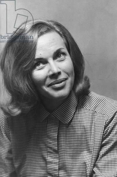 Honor Blackman (b/w photo)