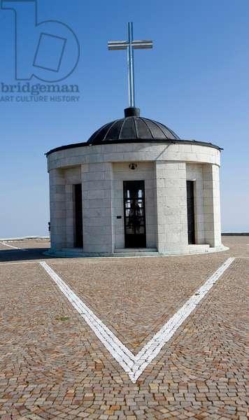 1st World War ossuary, Monte Grappa, Veneto, Italy (photo)