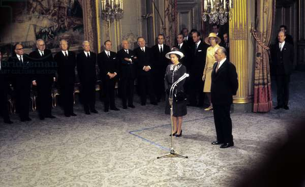 HM Queen Elizabeth II on an official visit to France with President Pompidou of France, May 1972 (photo)