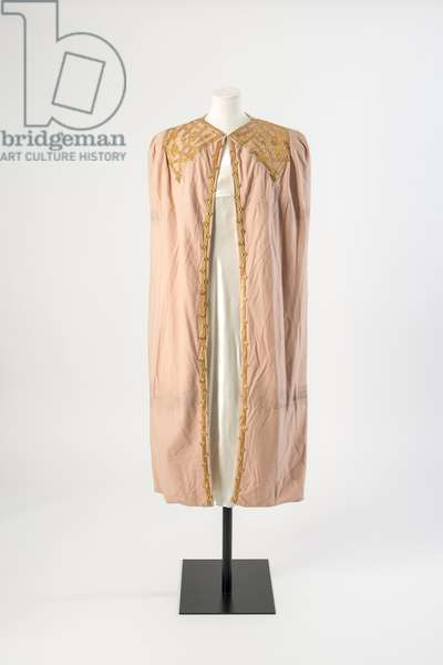 Pale pink wool cloth evening cape decorated with gold kid leather applique, c.1936 (wool cloth)