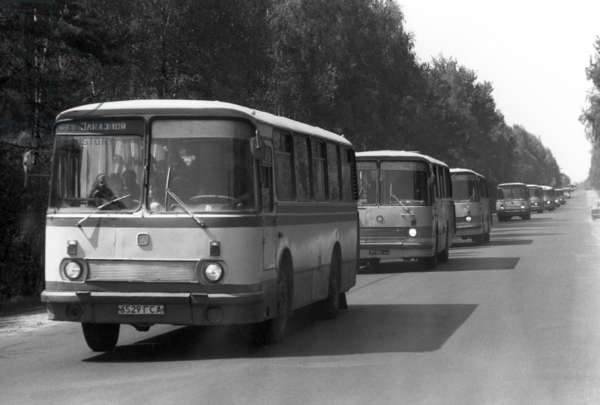 Relocation of families from villages affected by the Chernobyl nuclear power plant accident to the Gomel Region , 1986 (photo)