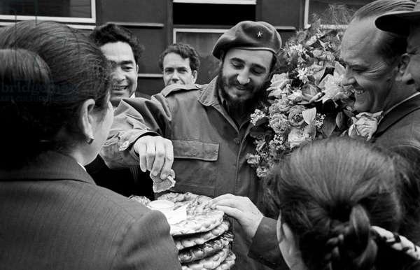 Fidel Castro Meets Inhabitants Of Samarkand City