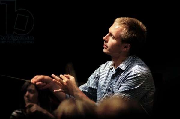 Vasily Petrenko conducting BBC Proms 2010, Prom 4