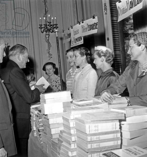 French President Rene Coty, Louise De Vilmorin, Helene Perdriere and Olivia De Havilland at A Book Sale in Paris, June 3, 1955 (b/w photo)