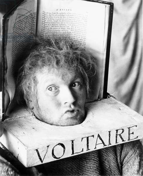 Marat Sade de PeterBrook avec John Harwood (dans le role de Voltaire), 1966