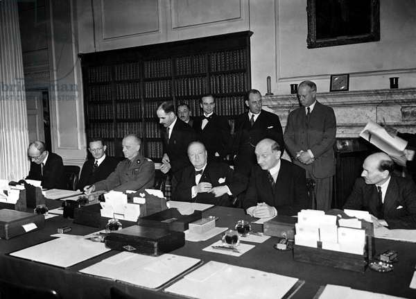 Signing of an agreement between Great Britain and Poland. Prime minister Winston Churchill, far right is Clement Attlee, August 1940 (b/w photo)