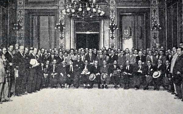 Spanish civil war: In Congress the Socialist minority
