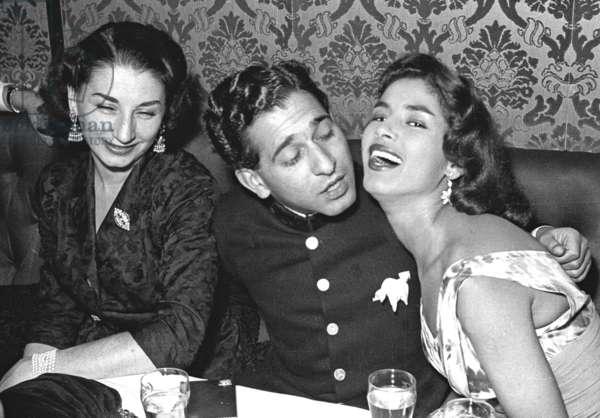 The nightclub dancer Paulina with Bikki Oberoi and Yasmina Benkala, Stork Room, London, UK, 1953 (b/w photo)