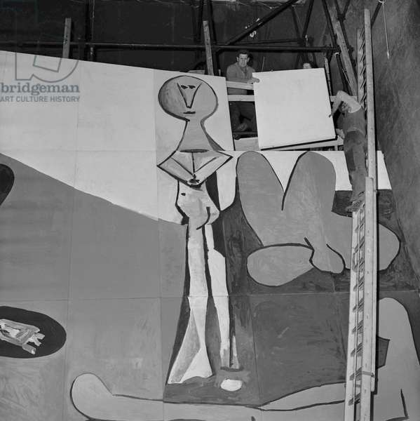 Installation of Spanish painter and sculptor Pablo Picasso's 80 square meter 'Icare' mural destined to decorate the UNESCO building in Paris, before its presentation in Vallauris, on March 30, 1958