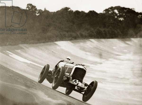 Car racing in England, 1931 (photo)