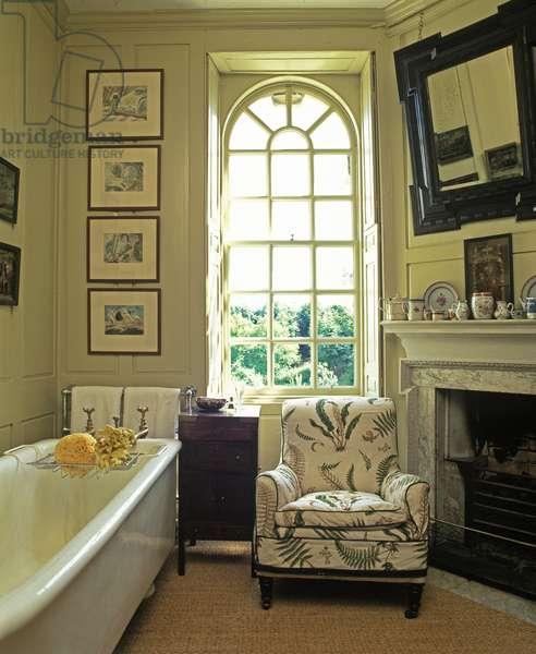 A Bathroom, made out of a dressing room or closet, The Ivy, Chippenham (photo)