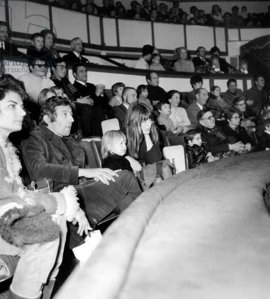 Serge Gainsbourg and Jane Birkin with their daughter Kate at the Circus, Paris, 1970 (photo)
