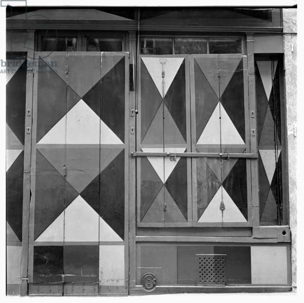Image of geometeric harlequin pattern painted shopfront, Paris early early 1950's