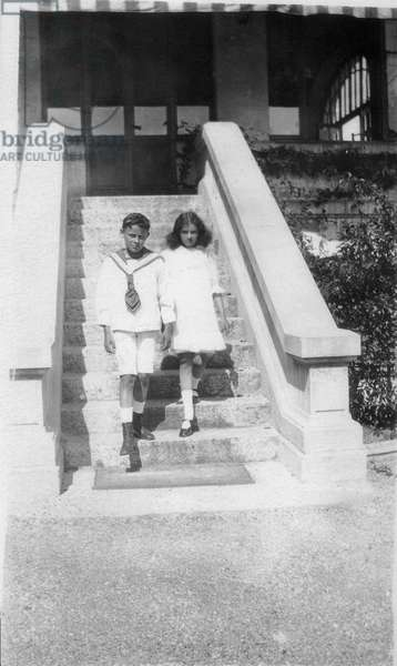Paul-Emile Victor (12 years old) and her sur Lily (10 years old) on holiday in Annecy, Annecy, Haute-Savoie, France, 1919 (b/w photo)