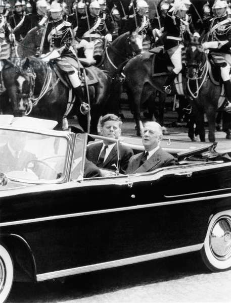 From left, US President John F. Kennedy, French President Charles De Gaulle, in Paris, May 31, 1961