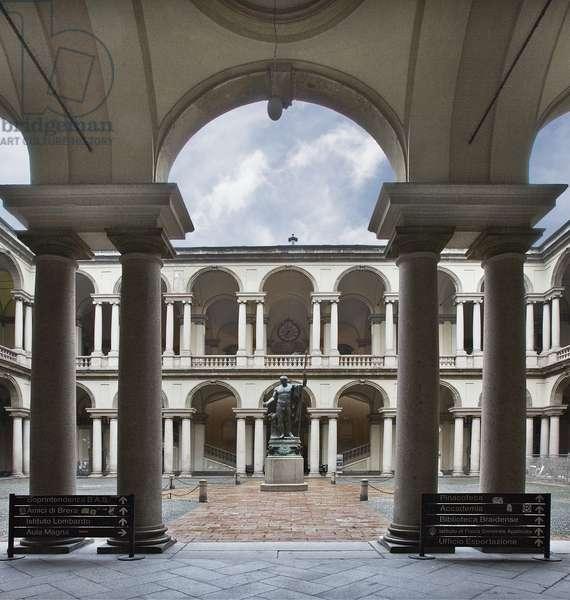 View of the courtyard of Pinacoteca and Statue of Napoleon by Antonio Canova, Palazzo Brera, Milan, Lombardy, Italy (photo)