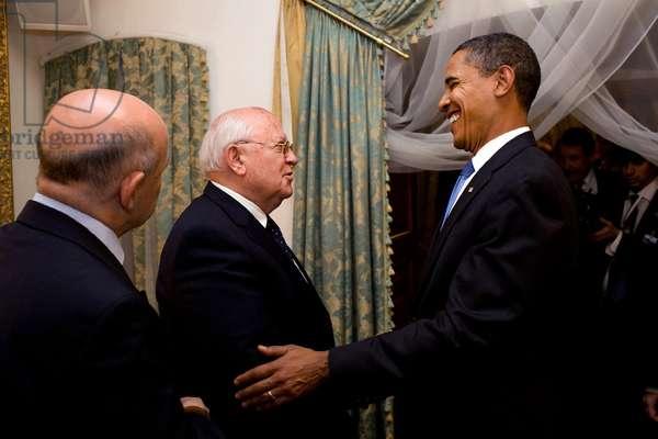 Barack Obama meets with Mikhail Gorbachev, 2009 (photo)