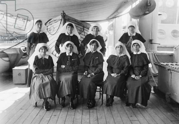 A group portrait of unidentified nursing sisters on RMS Osterley on the return trip to Australia, September-October 1919 (b/w photo)