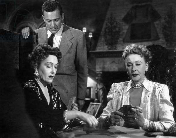 Gloria Swanson, William Holden, Anna Q. Nilsson, on-set of the Film
