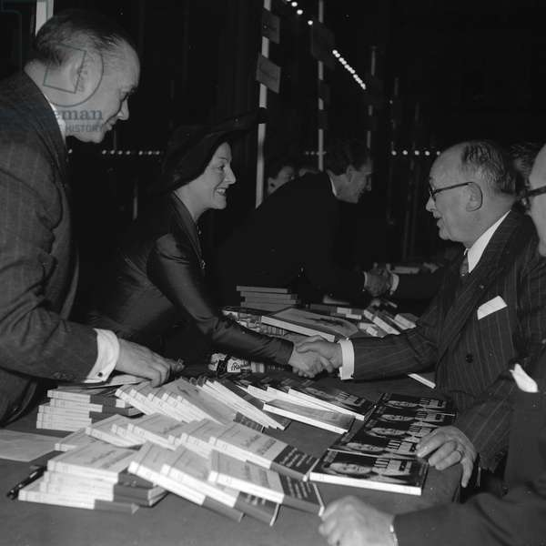 Pierre Descaves, Gaby Morlay and Vincent Auriol at the Books sale of the Society of Dramatic Authors and Composers, 1952