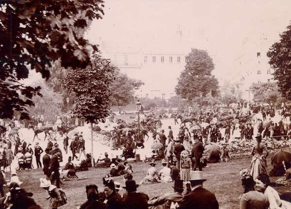 Crowds in the Jardin des Tuileries at the inauguration of the monument to Leone Gambetta, 1888 (b/w photo)