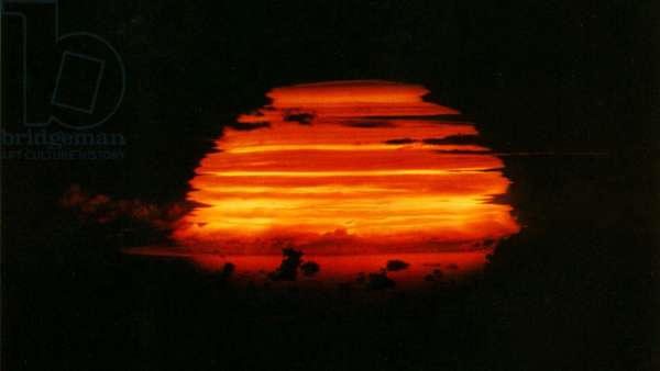 Apache test detonation at the end of Operation Redwing, a United States series of 17 nuclear tests from May to July 1956 (photo)