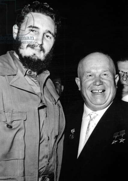 Fidel Castro et Nikita Khroutchev: FIDEL CASTRO and Soviet Premier Nikkita Krushchev smile in general assembly before the start of a U.N. session. U.N., N.Y. 9/20/60. - CPL Archives/Everett Collection