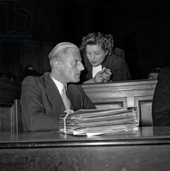 Trial of Otto Abetz, Paris, July 12, 1949 : Otto Abetz (German ambassador in Paris during ww2) and lawyer Simone Drieu Maresart (b/w photo)