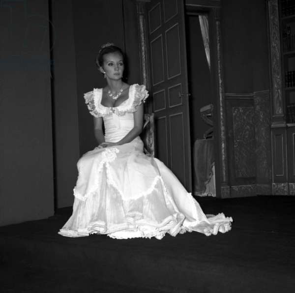 Caroline Cellier in the play
