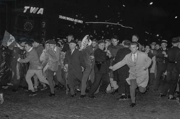 Demonstration of veterans against the Manifesto of the 121 in Paris, October 4, 1960 (Algerian war) : after the demonstration, fighting broke out on the Champs Elysees (supporters of French Algeria)he demonstration, fighting broke out on the Champs Elysees (b/w photo)