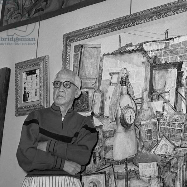 The Painter Tsuguharu Foujita (1886-1968) In front of One of His Works In His Workshop Rue Campagne Premiere In The Montparnasse Quarter In Paris Around 1957.