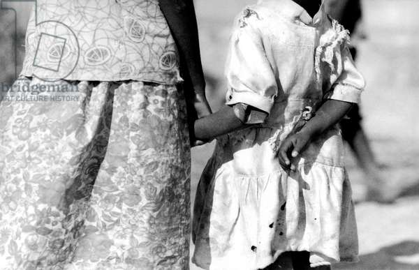 Friendship, Chibumagwa, Tanzania, 2006, photo black and white, by Carola Guaineri