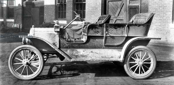 FIRST MODEL T FORD driven away from Ford's Piquette Avenue plant in Detroit in the fall of 1908.