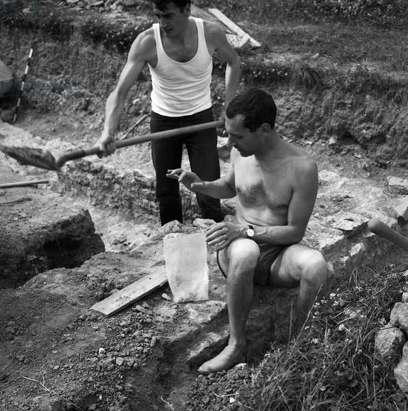 Archeological excavations in the Provins region June 1966