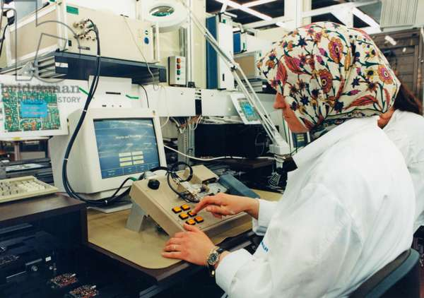 Migrant worker at a control panel at the company Grundig, Nuremberg, Germany, 2000 (photo)