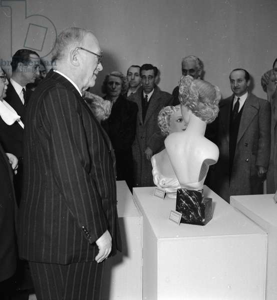 Vincent Auriol at the exhibition of the best craftmens of France, 1952