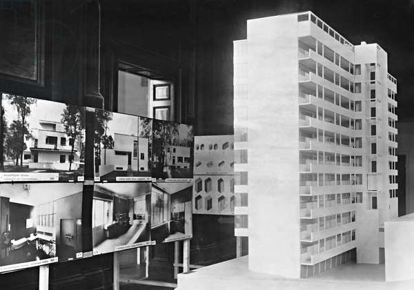 Model of a residential building by Walter Gropius, 1930 (b/w photo)