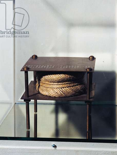 With hidden noise, 1916, by Marcel Duchamp (1887-1968), ready-made, ball of twine between two brass plates fastened with four screws, 13x13x11 cm. France, 20th century.