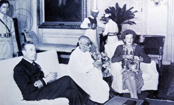 Mahatma Gandhi with lord and Lady Mountbatten