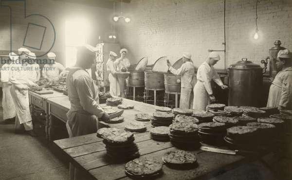 WWI naval recruits train to bake, Newport Training Station, Newport, Rhode Island, USA, 1917 (b/w photo)