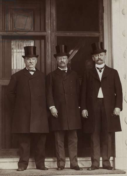 Former U.S. President Grover Cleveland, President Theodore Roosevelt and David R. Francis, Full-Length Portrait, Washington DC, USA, photograph by Murillo Studio, 1903 (b/w photo)