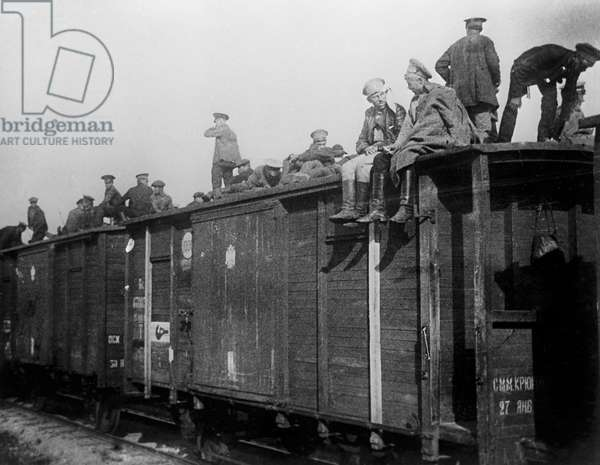 Revolutionary minded soldiers of the Russian army come home from the front, July, 1917 (b/w photo)