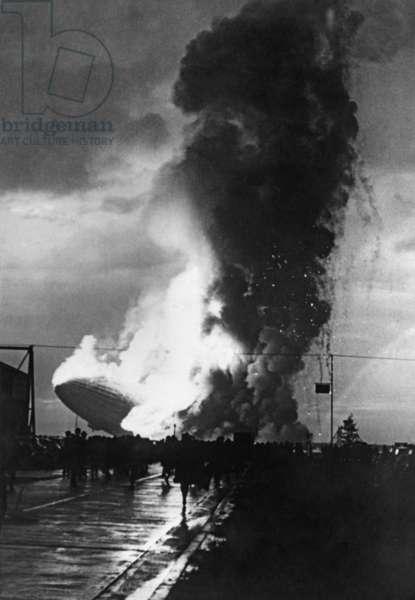 Crash of the airship LZ 129 Hindenburg at Lakehurst, 1937 (b/w photo)