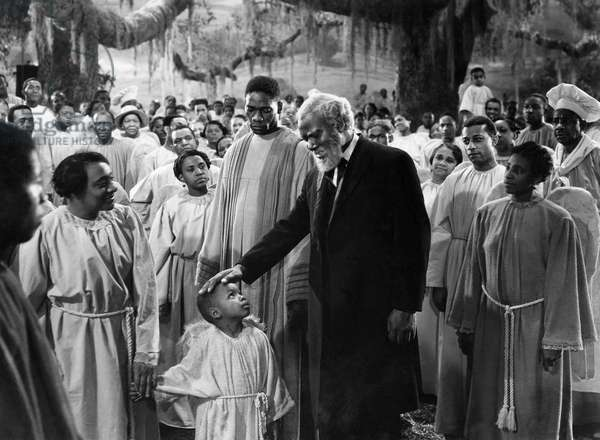 Rex Ingram (center), on-set of the Film,