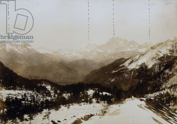 The passage of the Valles. Mountains Pezza, Pelmo, Civetta and Moiazza in the background