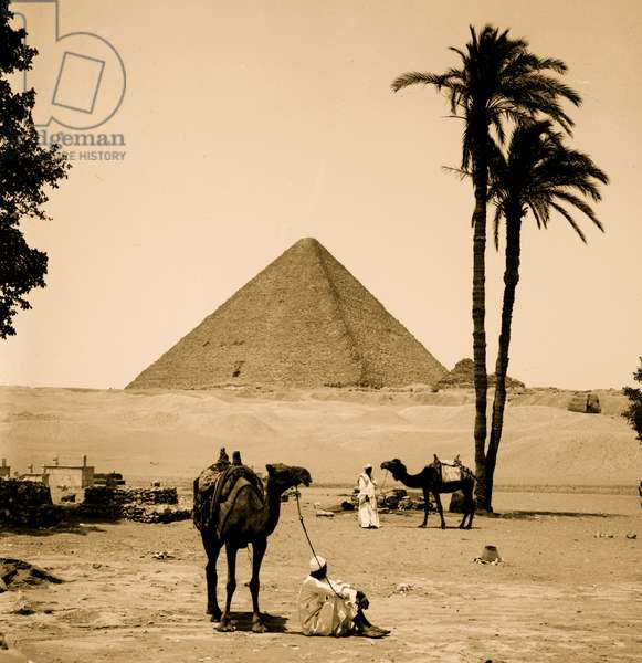 Pyramids of Gizeh. Great Pyramid of Cheops [i.e., Cheops] and sphinx 1910 (photo)